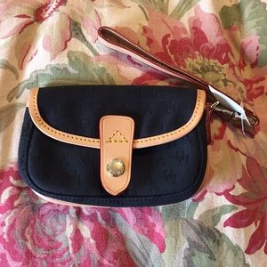 DOONEY & BOURKE Signature Logo Wristlet $129 NEW